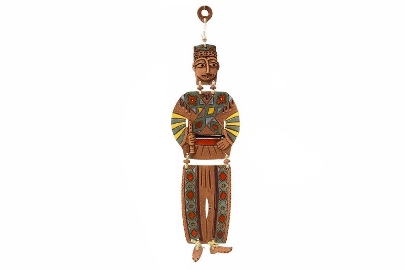 Կախովի կավե ձեռագործ արձանիկ «Տարազով տղամարդը» LS002 photo