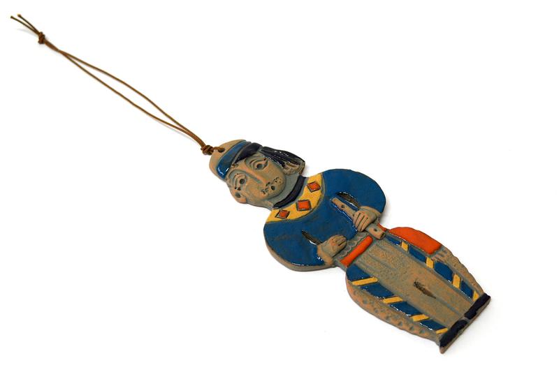 Կախովի կավե ձեռագործ արձանիկ «Տարազով տղամարդը» LS008 photo