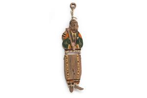 Կախովի կավե ձեռագործ արձանիկ «Տարազով տղամարդը» LS004